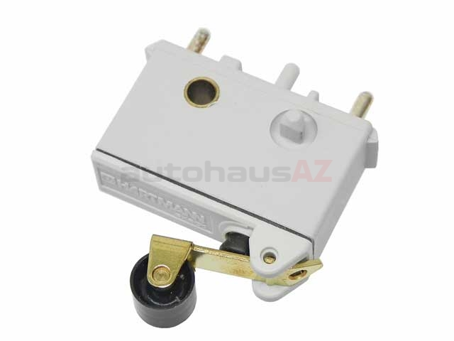0025456814 O.E.M. Throttle Micro Switch; Thrust Cut-Off Micro-Switch at Throttle Linkage on Intake Manifold with Single Roller/Lever
